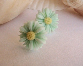 Mint Green Daisy Earrings, Light Green Flower Earrings, Green Earrings, Mums, Flowers, Daisies, Mint Green, Apple, Pastel, Light Green