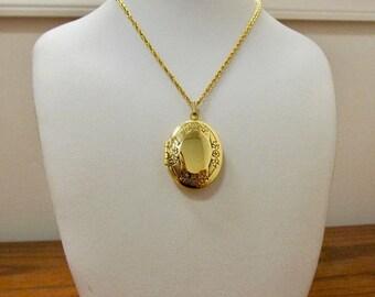 ON SALE Vintage Oval Floral Locket Necklace Item K # 1980
