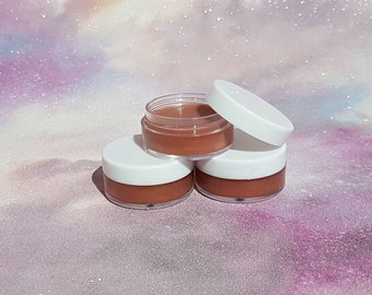 Caramel flavoured tinted lip balm with Shea Butter and Vitamin E