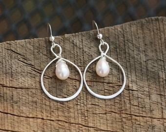 Infinity pearl earring,hoop pearl earrings,pearl in circle earring,best friends gift,everyday earring,bridesmaid gift,wedding bridal Jewelry