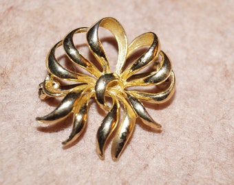 Cute 50 Years Brooch Loop Gold