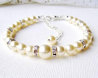 Ivory pearl bracelet / Swarovski pearls / cream pearl bracelet / wedding jewelry / gift for her / bridal bracelet / birthday gift / crystal