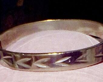 Arrow Shapes Silver Streak Hinged Bangle Bracelet