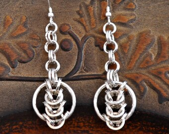 "925 sterling Silver chainmaille earrings. ""Circles in the square """