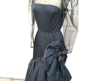Un concepteur 1970s 1980s vintage Perle en mode couture Rose Taft fit et évasée taille de robe formelle taffetas noir S