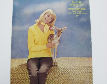 Women's sweater. Vintage knitting pattern. Sirdar 4 ply 32-34 and 36-38 bust. Cute deer!
