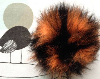 POMPOM IMITATION fur orange neon - white horse