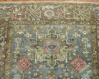 Antique Persian Heriz Rug Size 5'x5'9''