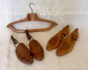Pair of wooden shoe forms, shoe accessory, France