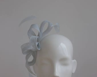 Silver Grey Fascinator - Grey Headpiece - Pale gray Fascinator - Wedding Headpiece - Simple Modern Fascinator - Pale Silver Grey Fascinator