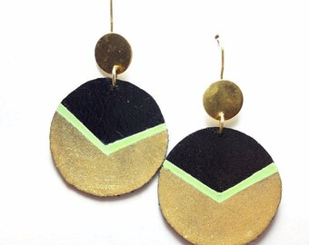 Leather, black and gold circles earrings