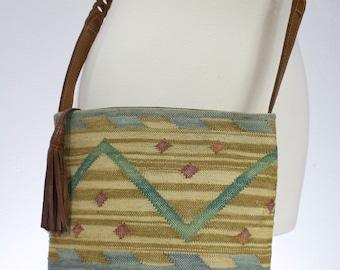 Vintage 1990s Indian Kilim Crossbody Purse with leather strap/trim/ Vintage crossbody/vintage bag/ vintage kilim purse