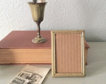 Wallet Size Vintage Picture Frame / 2.5x3.5 Small Gold Metal With Rust Photo Frame With Filigree /  Mid Century Farmhouse Decor / Antique
