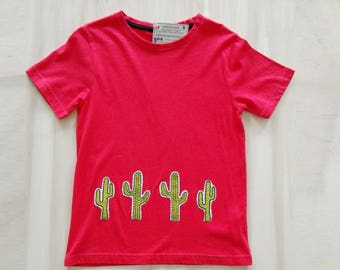 Cactus t-shirt, red succulent t-shirt, cactus tshirt, decorated t shirt. Green cactus. Hand painted fabric. Cactus lovers. Cactus mania