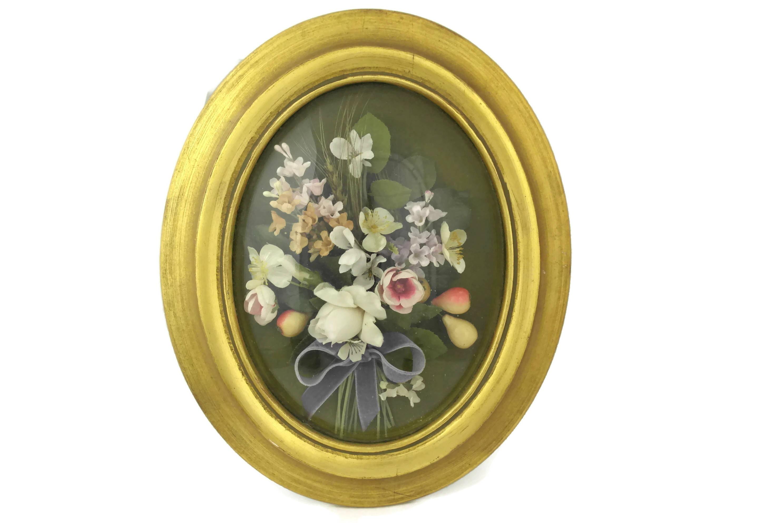 Antike Blume Blumenstrauß in gewölbtes Glas und Rahmen.