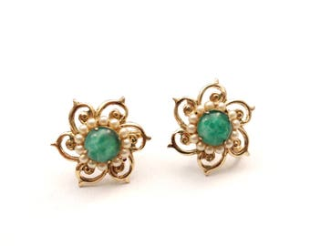 Vintage Gold Tone Pearl and Green Stone Screw Back Earrings - Mid Century - Flower - Jade