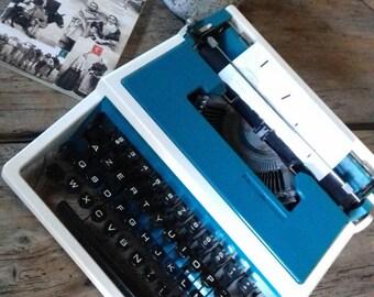 Vintage 1970's blue Underwood 315 BlueTypewriter 1970 Underwood 315 typewriter