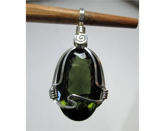 11.5 Ct. FACETED MOLDAVITE Oval Pendant  - Argentium Sterling Silver Wirewrap - ww1171