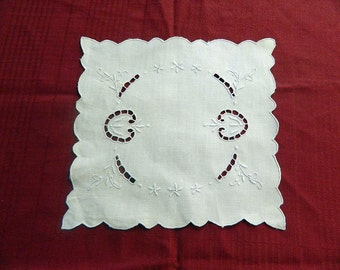 Large Embroidered Linen Doily - Vintage Ivory Doily - Shabby Chic Decor