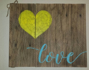 Pallet board sign, Love with heart and twine rope accent