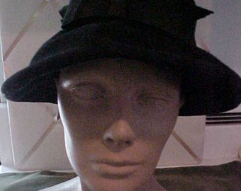 1940s Black Felt Wide Brim Hat, with Grograin Bow  #H19