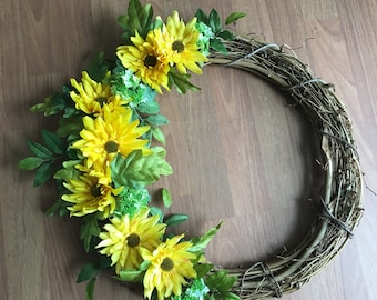 """18+"""" grapevine wreath with yellow daisies"""