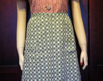 Lovely Vintage 40's Dainty Handmade Green Novelty Print Half Apron with Double Pockets