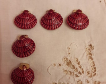 Vintage ceramic shell buttons.