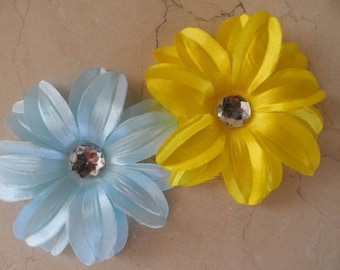 set of 2 appliques flowers 1 yellow and 1 blue 12cm
