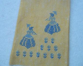 Vintage Silhouette Finger Tip Towel