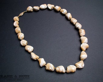 Vintage elegant polished shell necklace,70's- 80's