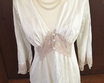 S/Vintage Robe/Ecru Lace/Gathered Bust/Ivory/Small
