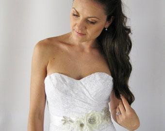 Wedding Flower Dress Sash. Bridal Light Ivory Flower Sash. Bridal Flower Dress Sash.