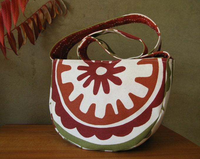 Medium Purse in Rust, Olive green and Tomato red on Natural