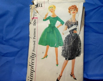 Vintage Simplicity 2761 Sewing Pattern, Dress Size 14, Bust 34