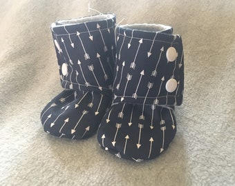 Gender Neutral Arrow Stay-On baby booties