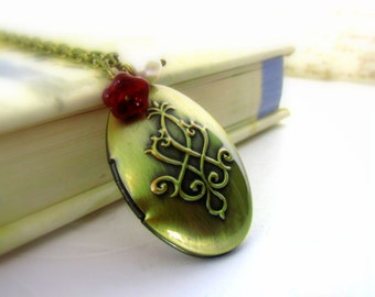 Antique Locket necklace with dark red glas flower and carved lid christmas gift for her xmas romantic rustic