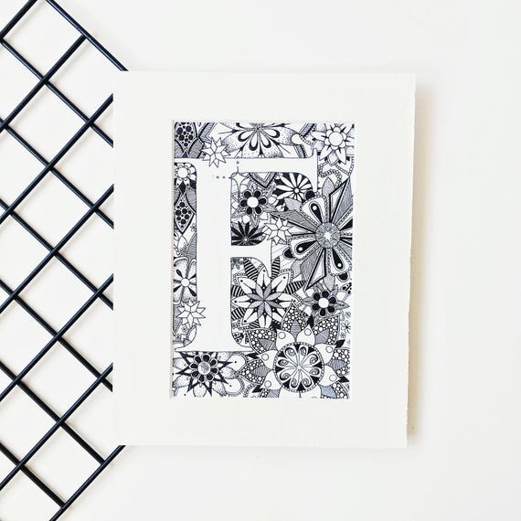 Carta de zentangle tipografía dibujo letra F arte Monograma