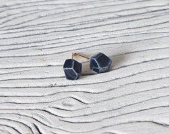 Faceted geometric studs
