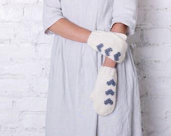 Knitted mittens White women gloves Stylish fashion knitted mittens Merino wool women accessory Winter white hearts mittens Birthday gift