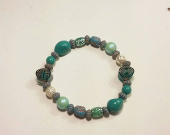 Beautiful teal colored beaded bracelet