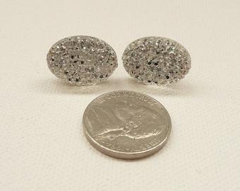 ns-CLEARANCE - Clear Sparkle Oval Stud Earrings