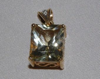 14KT Gold and Labradorite Pendant