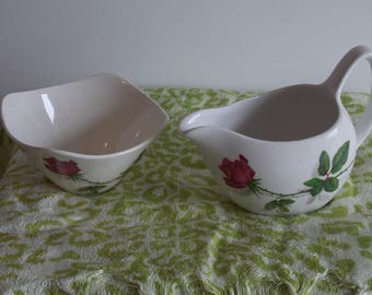 A delightfull Midwinter sugar and creamer set.