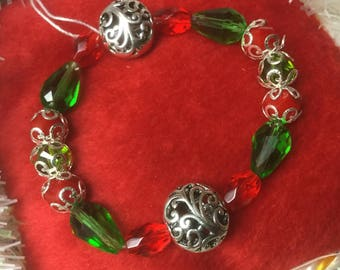 Silver filigree red and green stretch bracelet