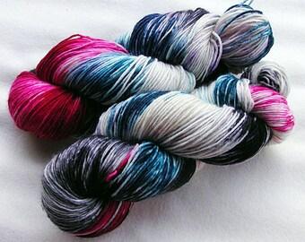 Handpainted  DK Sock Yarn, 75 Wool , 25 Nylon 200g 7.0 oz.  Nr. 154