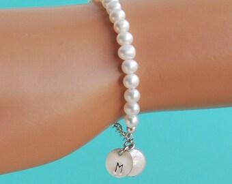 Initial Charm Flower Girl Bracelet, Child Pearl Bracelet, Personalized Girl Gift, Girl Pearl Jewelry, Freshwater Pearl Bracelet, SIZE MEDIUM