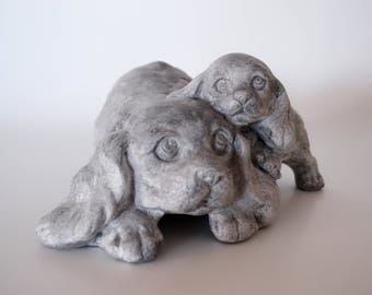 """Vintage statuette in plaster representing two dogs """"cocker"""" weathered gray and linen"""