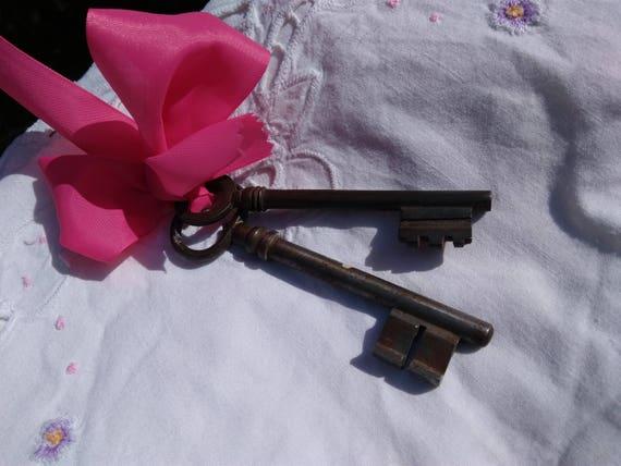 2 Antique Keys French Door Keys #sophieladydeparis