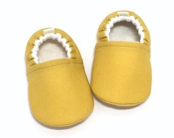 Mustard Baby Shoes, Yellow Baby booties, Gender Neutral Baby Gift, Baby shower gift, Toddler slippers, baby moccasins, soft sole baby shoes